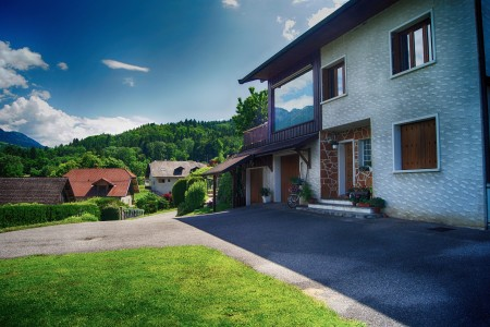 Substantial chambre d 39 hote gite with great views over lake annecy swimming pool and 2 prime for Lake annecy hotels swimming pool